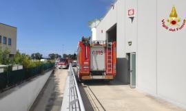 Montecosaro, un macchinario prende fuoco in azienda: arrivano i vigili del fuoco