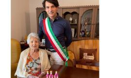 Appignano, Maria Verdicchio spegne 100 candeline: visita del sindaco per gli auguri