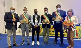 """Cingoli si tinge di giallo: al """"Salone del Camper"""" al Comune viene assegnata la """"Bandiera Gialla"""""""