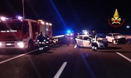 Schianto sulla A14, tre le vetture coinvolte: un ferito trasportato all'ospedale