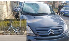Potenza Picena, bici travolta da un'auto lungo la Statale: una donna in gravi condizioni a Torrette