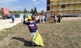 Pieve Torina, strade e zone verdi ripulite dai rifiuti abbandonati: anche i bimbi partecipano