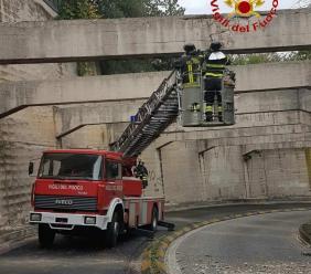"""Nessun problema infrastrutturale per il ponte ferroviario di via Mattei, il Comune: """"Solo un rigonfiamento dei copriferro"""""""