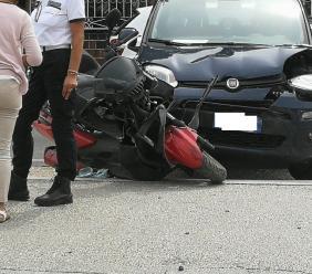 Corridonia, scontro tra auto e scooter: uomo trasportato all'Ospedale Torrette (FOTO)