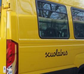 Monte San Giusto, tagliati pneumatici agli scuolabus nella notte