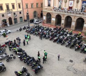 La solidarietà di decine di bikers sloveni passa anche a Tolentino - FOTO
