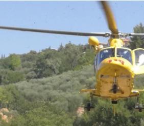 Pioraco, precipita durante una scalata: giovane portato in elicottero a Torrette