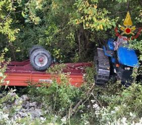 Esanatoglia, si ribalta con il trattore: trasportato ad Ancona con l'eliambulanza