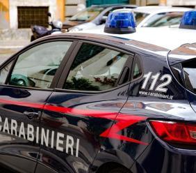 Porto Potenza, bloccano con l'auto l'uscita di un parcheggio e ne scaturisce un alterco: nei guai una coppia