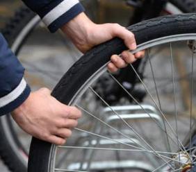 Civitanova, gli rubano la bici sotto gli occhi: tenta l'inseguimento ma senza successo