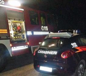 Petriolo, tre auto sventrate dalle fiamme nella notte: indagano i carabinieri