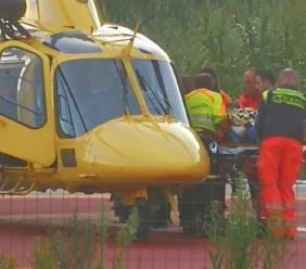 Incidente sul lavoro in un'azienda di Piediripa: 21enne si trancia un dito, soccorso in eliambulanza