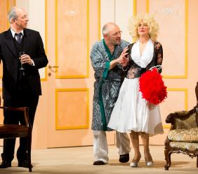 """Tolentino, in scena lo spettacolo """"Se devi dire una bugia dilla grossa"""" al Teatro Vaccaj"""