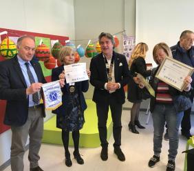 """Donazione di tablet alla Scuola Elementare """"Betti"""" di Pievebovigliana da parte del Kiwanis Club"""