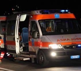 Apiro, perde il controllo dell'auto e si ribalta: un ferito all'ospedale