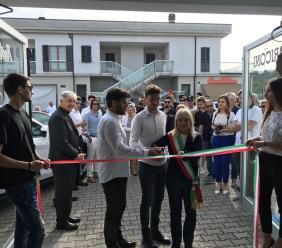 San Severino, ripresa post sisma: due fratelli avviano una concessionaria d'auto. Gli auguri del sindaco Piermattei