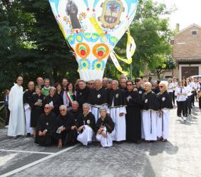 San Nicola all'insegna dell'amicizia di tre paesi tra Marche e Puglia