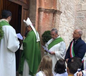 Taglio del nastro per il restauro della Chiesa di Santa Maria Assunta a Caldarola (FOTO)