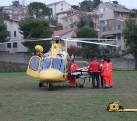 Potenza Picena, incidente sul lavoro: 35enne cade da oltre 5 metri, trasportato a Torrette (FOTO)