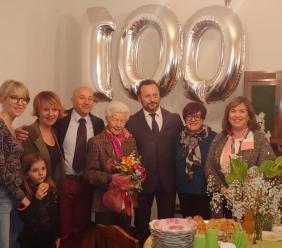 Camerino, grande festa a sorpresa per i 100 anni di Nicolina Moneta
