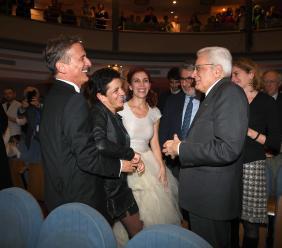 """Il presidente Mattarella assiste allo spettacolo """"Pesce d'aprile"""" con Cesare Bocci (FOTO)"""