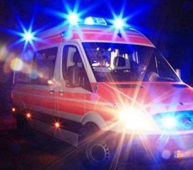 Incidente lungo l'A14, accusa un malore e si schianta con l'auto contro la barriera: grave un uomo