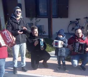 Nel villaggio Sae arriva il gruppo folkloristico di Caldarola per festeggiare l'Epifania (VIDEO)