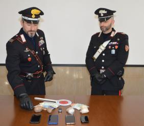 Macerata, arrestate cinque persone in possesso di mezzo chilo di eroina