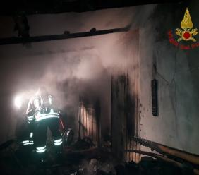 Porto Recanati, incendio in un garage (FOTO)