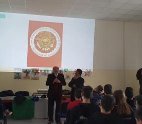 """Potenza Picena, bersaglieri a scuola: incontro con gli studenti della """"Leonardo da Vinci"""""""