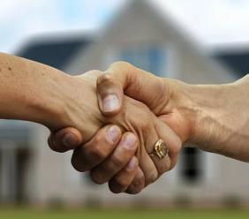 Rapporti patrimoniali nella convivenza more uxorio: obbligazioni naturali o arricchimento senza causa?