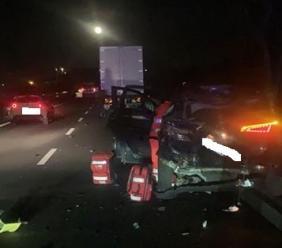 Pollenza, scontro tra auto e camion in superstrada: una donna in codice rosso all'ospedale (FOTO)