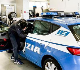 """Montecosaro, il concessionario """"Delta Motors"""" sanifica gratuitamente le auto della Polizia"""