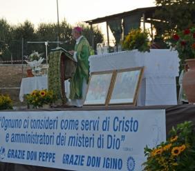 """Treia,  800 """"fratelli"""" ricordano Don Peppe e accolgono il nuovo parroco Don Iginio (VIDEO e FOTO)"""