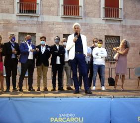 """Macerata, centrodestra in piazza al fianco di Parcaroli: """"Porterò la città sul tetto d'Europa"""" (VIDEO e FOTO)"""
