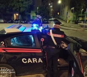 Non si ferma all'alt dei carabinieri: denunciato. In 10 violano il coprifuoco a Macerata