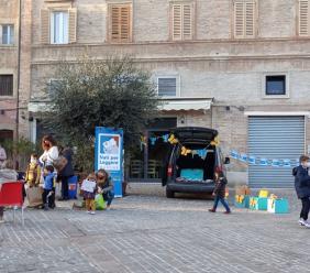 Macerata, la BiblioMacchina accende i motori: una marea di libri pronti ad 'invadere' la città