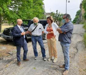 Visso, ad Aschio si costituisce il consorzio per la ricostruzione: incontro con l'assessore Castelli
