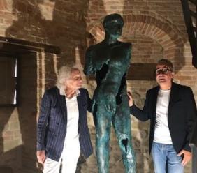"""Ripe San Ginesio, inaugurato """"Il Bronzo di Avenale"""" di Nazareno Rocchetti"""