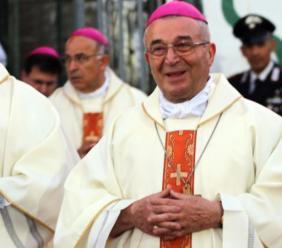 "Montelupone, monsignor Giancarlo Vecerrica riceve il premio ""San Firmano"""