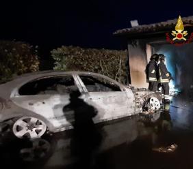 San Severino, auto prende fuoco nel garage: tanta paura, ma nessun ferito