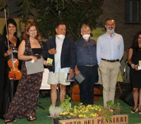 """Loro Piceno, giù il sipario per il festival """"Storia e Bellezza al Femminile"""" con in dote 70 nuovi alberi"""
