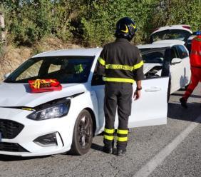 Tamponamento tra tre auto lungo la provinciale 78: due feriti, interviene il 118
