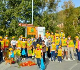 """San Severino, """"Puliamo il mondo"""": Legambiente libera dai rifiuti le sponde del fiume Potenza"""