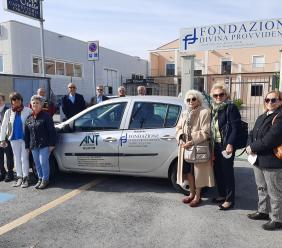 Potenza Picena, una nuova auto per l'Ant: la donazione della Fondazione Divina Provvidenza