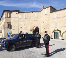 Penna San Giovanni, mette a segno furto nel ristorante con auto rubata: arrestato ladro seriale