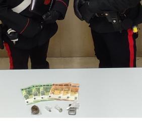 Treia, droga nascosta in casa: agli arresti 40enne muratore