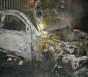 Altre due auto in fiamme nella notte: veicoli a fuoco a Recanati e Civitanova