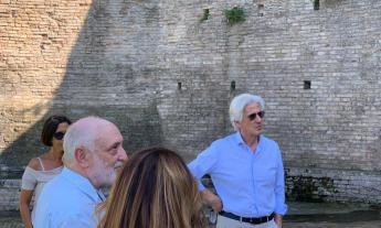"""Macerata, Parcaroli in visita alle fonti: """"Abbandonate e sommerse dalla vegetazione. Serve una svolta"""""""