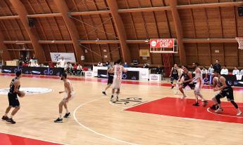 Basket, Rossella Civitanova sconfitta all'esordio: Teramo si impone nel rush finale
